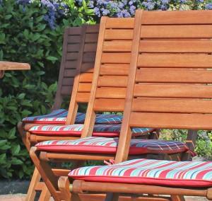Gartenmöbel - Holz kontra Kunststoff